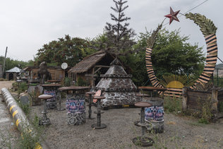 Стальные скульптуры на ялтинском шоссе