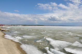 Майский лёд на дамбе новосибирской ГЭС