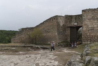 Ворота Биюк-Капу (Большие ворота) в восточной стене Чуфут-Кале