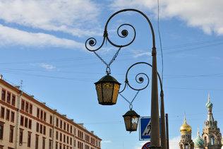Дуэт фонарей на набережной канала Грибоедова