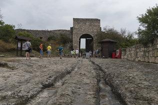 В пещерном городе Чуфут-Кале вблизи Бахчисарая