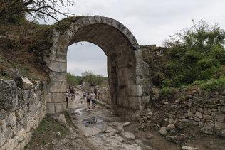 Ворота Орта-Капу в Чуфут-Кале