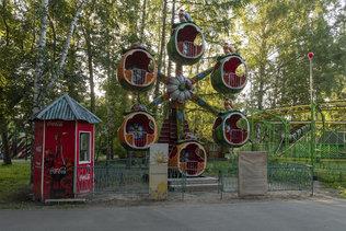 Карусели в центральном парке Новосибирска