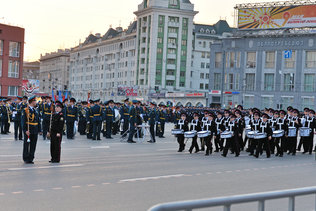 Юные барабанщики на репетиции парада Победы