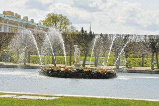 Восточный фонтан квадратных прудов