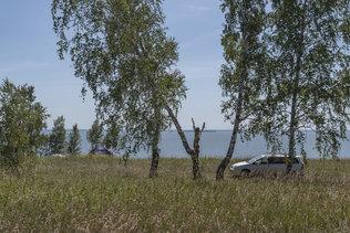 Палатки на берегу обского моря