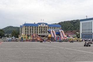 На площади Ленина в Горно-Алтайске