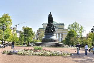 Памятник Екатерине Второй в Санкт-Петербурге