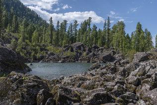Каменный залив на Телецком озере