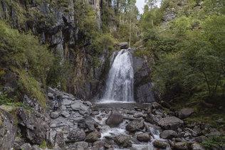 Водопад Корбу на Телецком озере