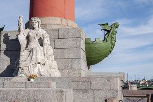 Скульптуры ростральных колон