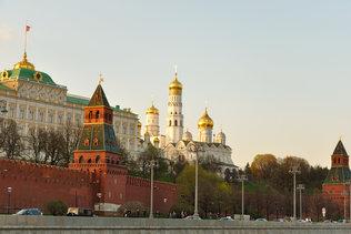 Проплывая мимо Кремля