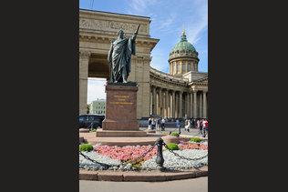 Памятник фельдмаршалу Михаилу Илларионовичу  Кутузову у Казанского собора
