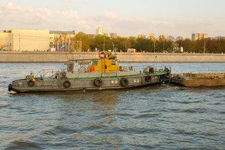 Проплывая по Москва-реке