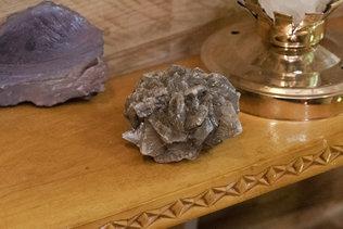 Экспозиция камней в музее Оминых