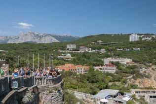 Вид на посёлок Гаспра с Ласточкиного гнезда