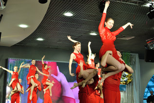 Акробатический танец с партнершей