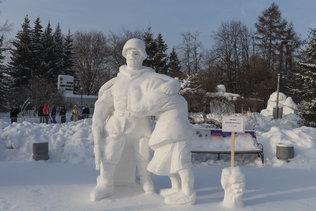 Воин-освободитель на фестивале снежных скульптур в Новосибирске