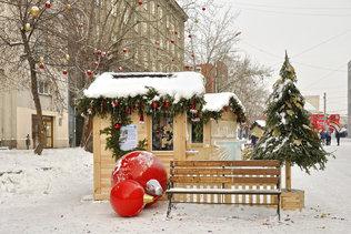 Новогодние игрушки на улице Ленина