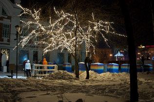 Новогодние огни в первомайском сквере