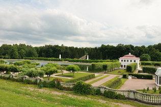 Дворец Марли и марлинский пруд в Петергофе