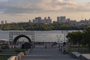 Июльский вечер на набережной в Новосибирске