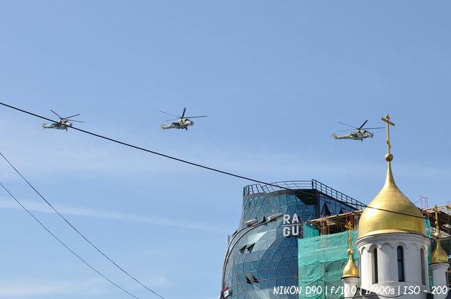 Боевые вертолеты над Красным проспектом