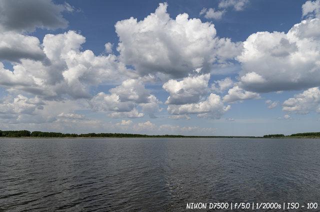 Облака над водой