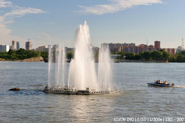 Плавучий фонтан в Новосибирске