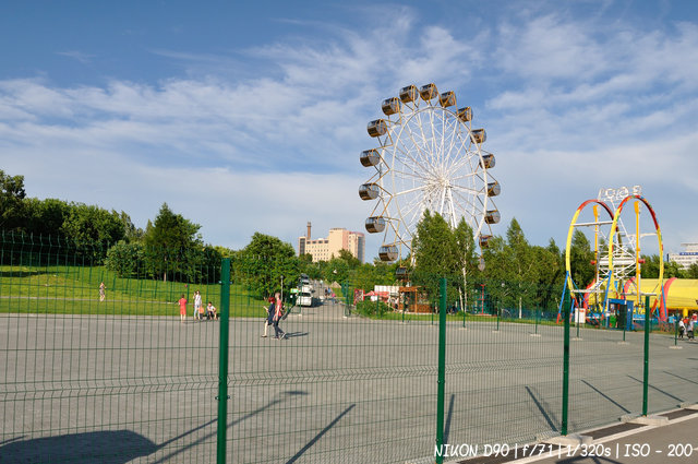 Колесо обозрения на набережной Новосибирска