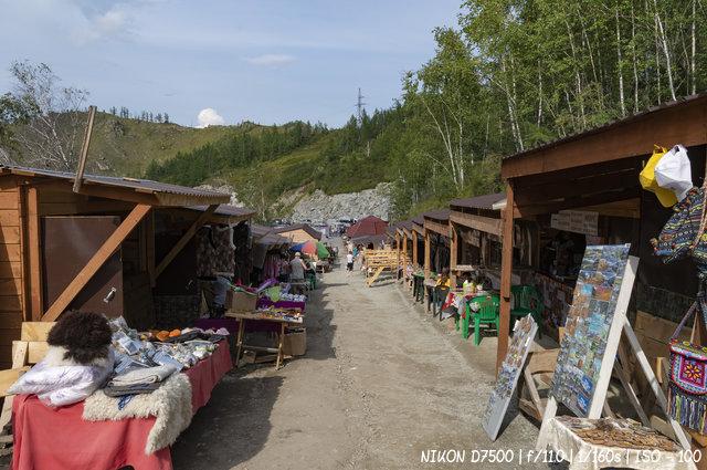 Сувенирные лавки на перевале Чике-Таман