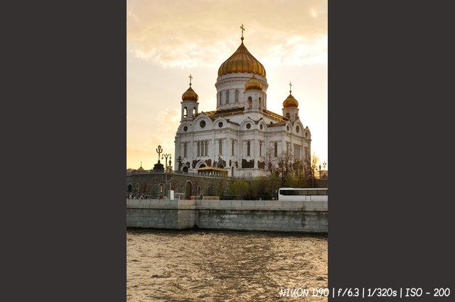 Храм Христа Спасителя - вид с Москвы-реки