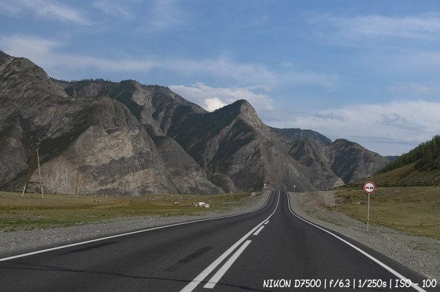Горный пейзаж Чуйского тракта