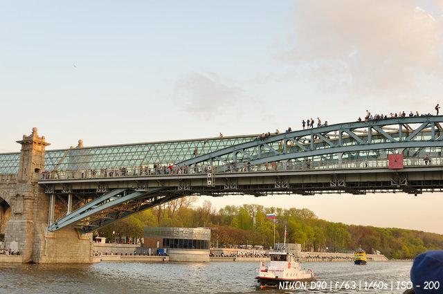 Пушкинский (Андреевский) — пешеходный мост, построенный через Москву-реку в Москве. Соединяет Пушкинскую набережную Нескучного сада с Фрунзенской набережной.