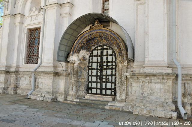 Двери Архангельского собора
