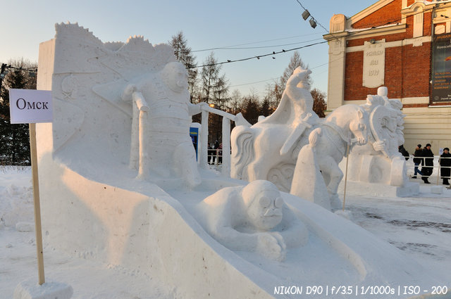 Купание в проруби - Сибирский фестиваль снежной скульптуры