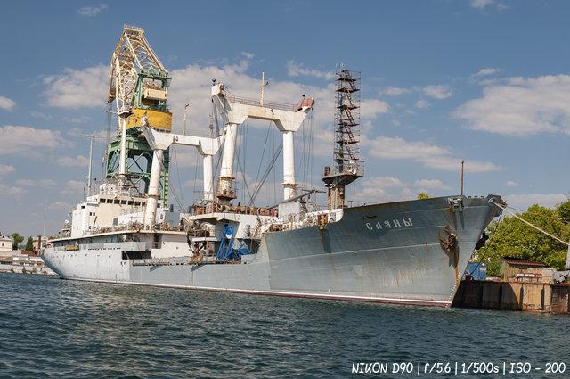 """Спасательное судно """"Саяны"""" в бухте Севастополя"""