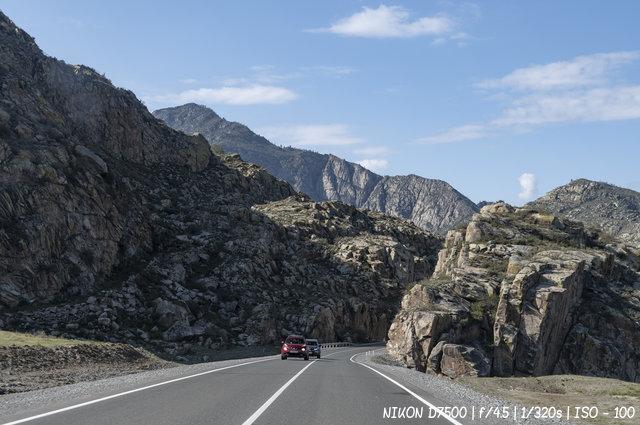 Дорога в алтайских горах
