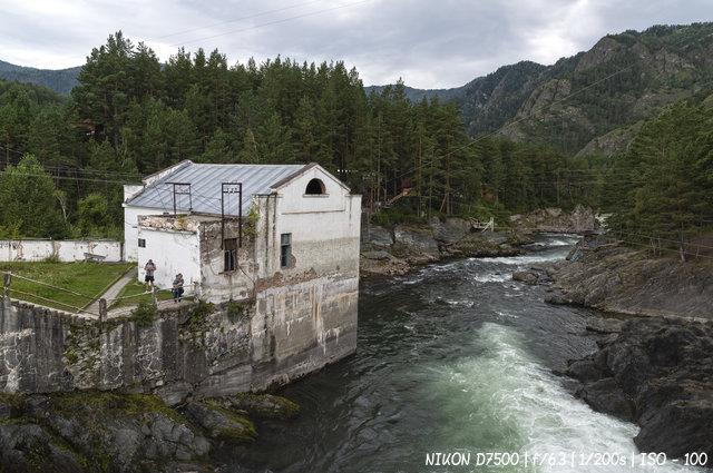 Здание машинного зала Чемальской ГЭС