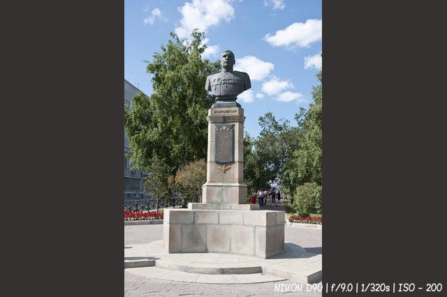 Памятник Александру Покрышкину