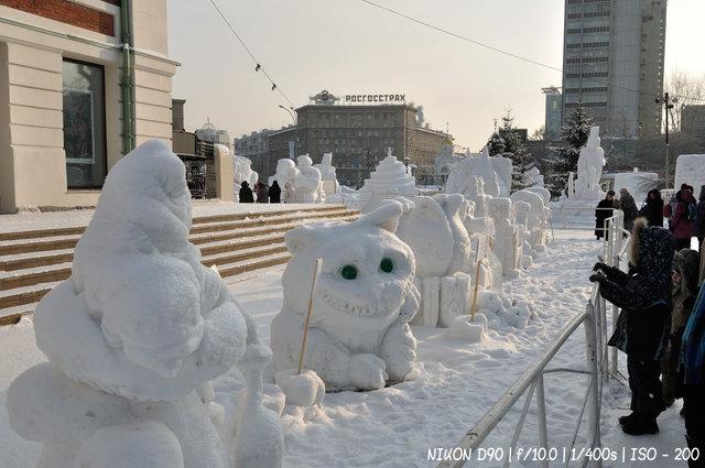 Герои кино на Сибирском фестивале снежной скульптуры 2016