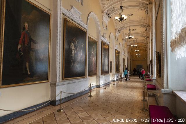 Картины в коридорах Эрмитажа