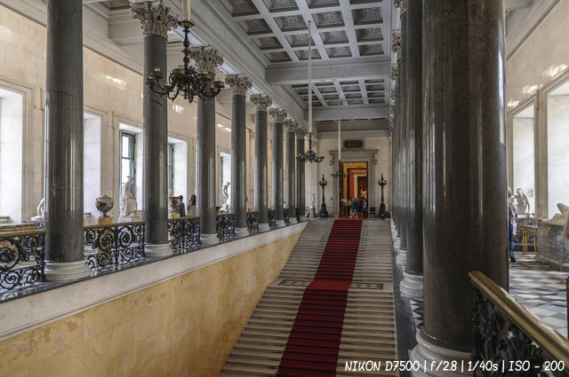 Главная лестница Нового Эрмитажа