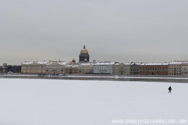Замерзшая Нева
