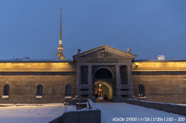 Невские ворота Петропавловской крепости в Санкт-Петербурге