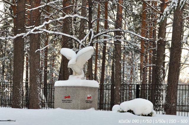 Памятник птице РЖД