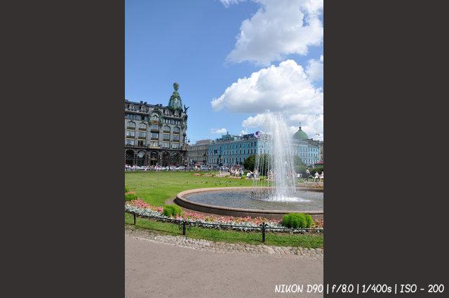 Фонтан у Казанского собора в Санкт-Петербурге
